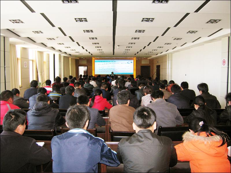 公司总经理周连奎举行走马金锣看发展活动专题讲座